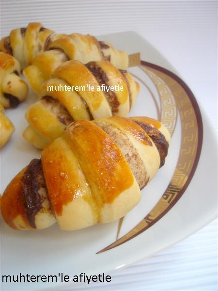 Kakaolu ve tarcınlı rulo pasta cevizli kakaolu rulo kakaolu ay