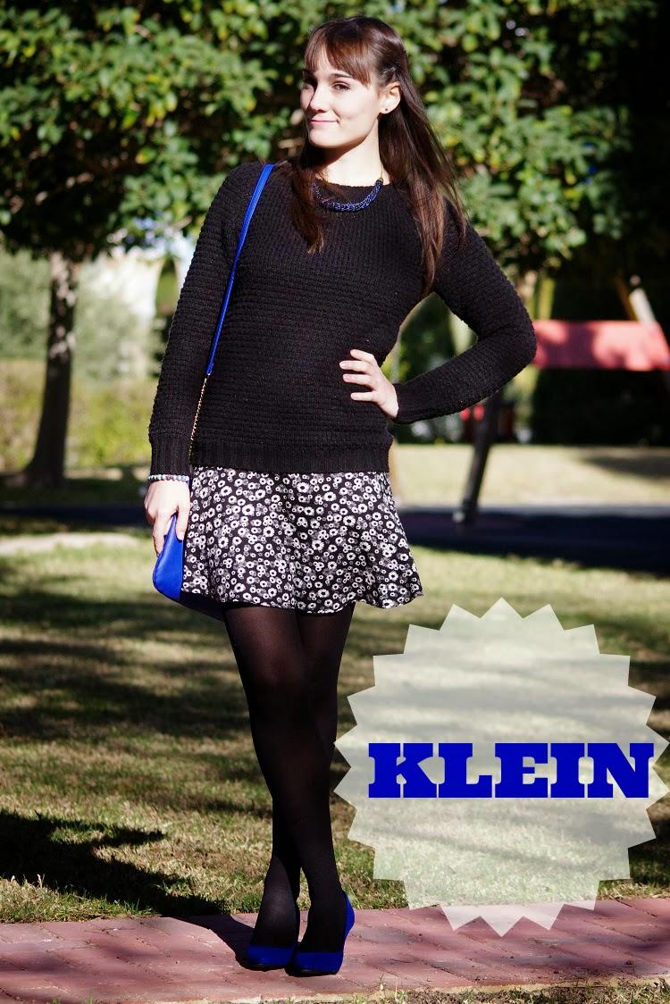 azul klein, tacones, zapatos de tacón, jersey calentito, look azul, look blanco y negro, look romántico, estampado flores, heels,