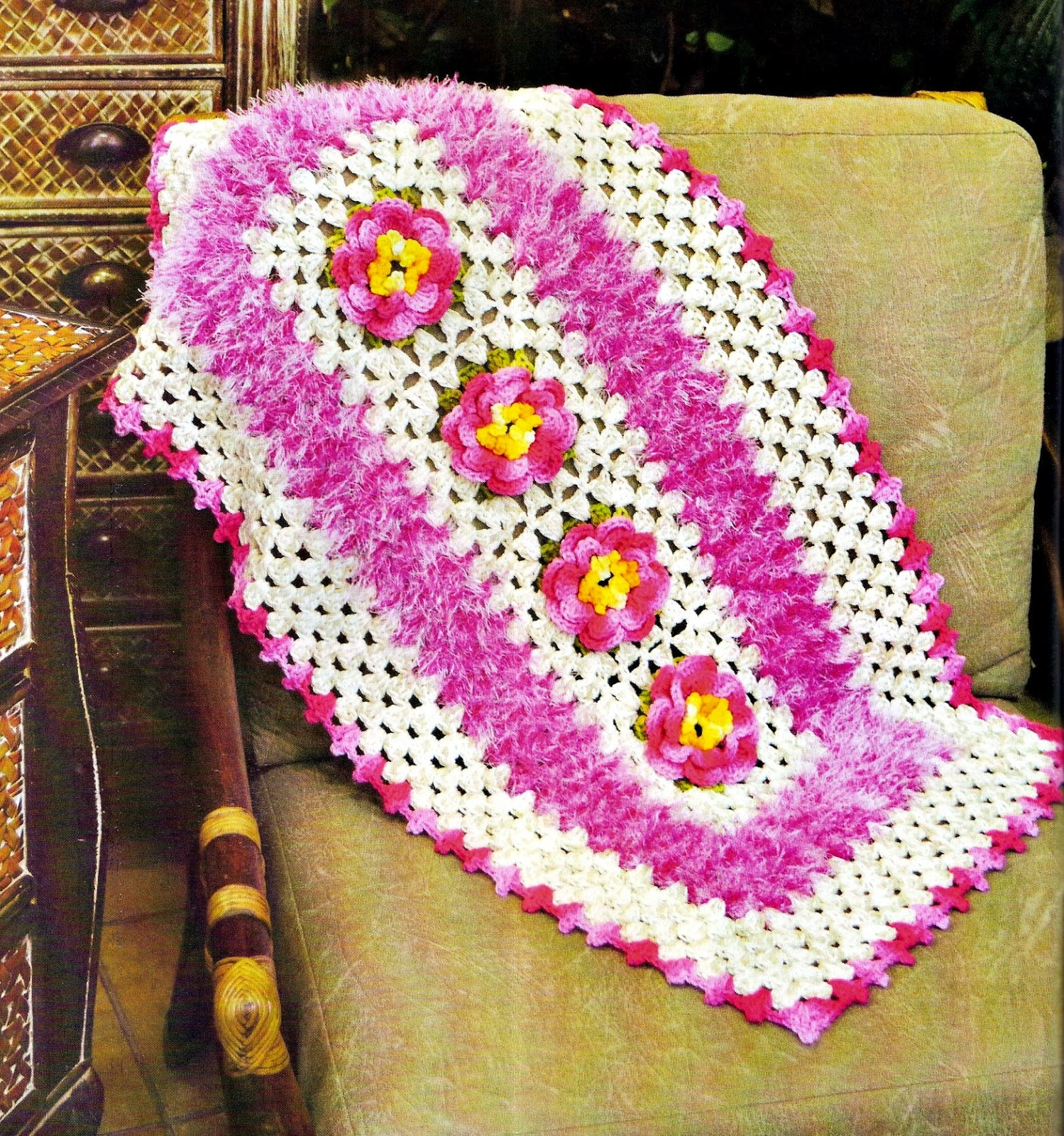 Croche com receita tapete em croch rosa floral for Clases de tapetes
