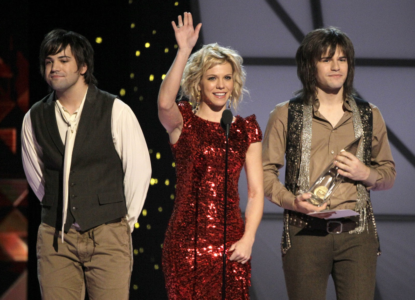 neil-perry-kimberly-perry-reid-perry-at-cma-awards-2011
