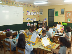 Hoy los niños llevaron su metalófono y su repertorio.