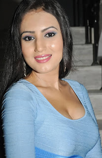 Anu Smrithi Hot cleavage show at party in high quality