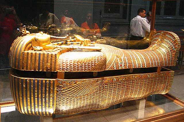 http://1.bp.blogspot.com/-pac5qDNC5qE/T4f0RXVHonI/AAAAAAAAB2c/dHpFnjZOfRs/s1600/Tutankhamun+Coffin.jpg