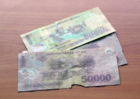 Rút ATM 500.000 đồng bị rách, ngậm đắng nuốt cay