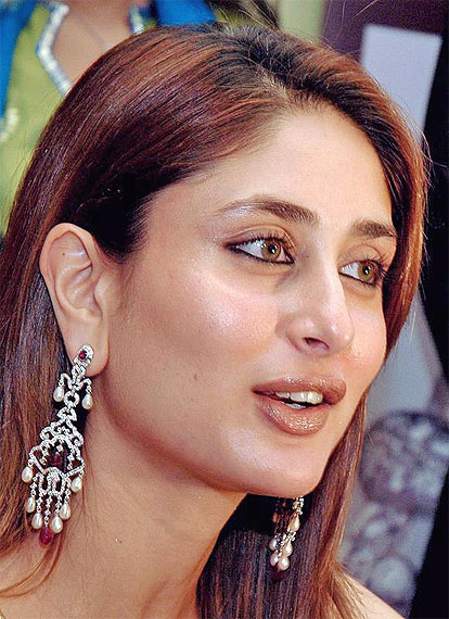 Wallpapers Of Kareena Kapoor. Kapoor Hot Cool Wallpaper