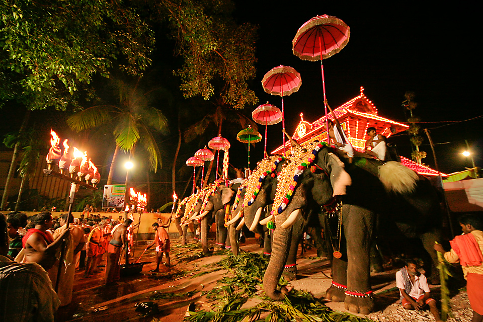 Lord Vadakkunnathan Malayalam festival in Vadakkunnathan Temple Thrissur Pooram HD Wallpapers and Images
