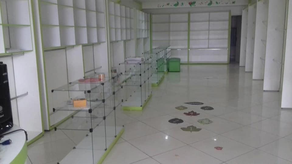 Em Mairi, aluga-se um prédio comercial