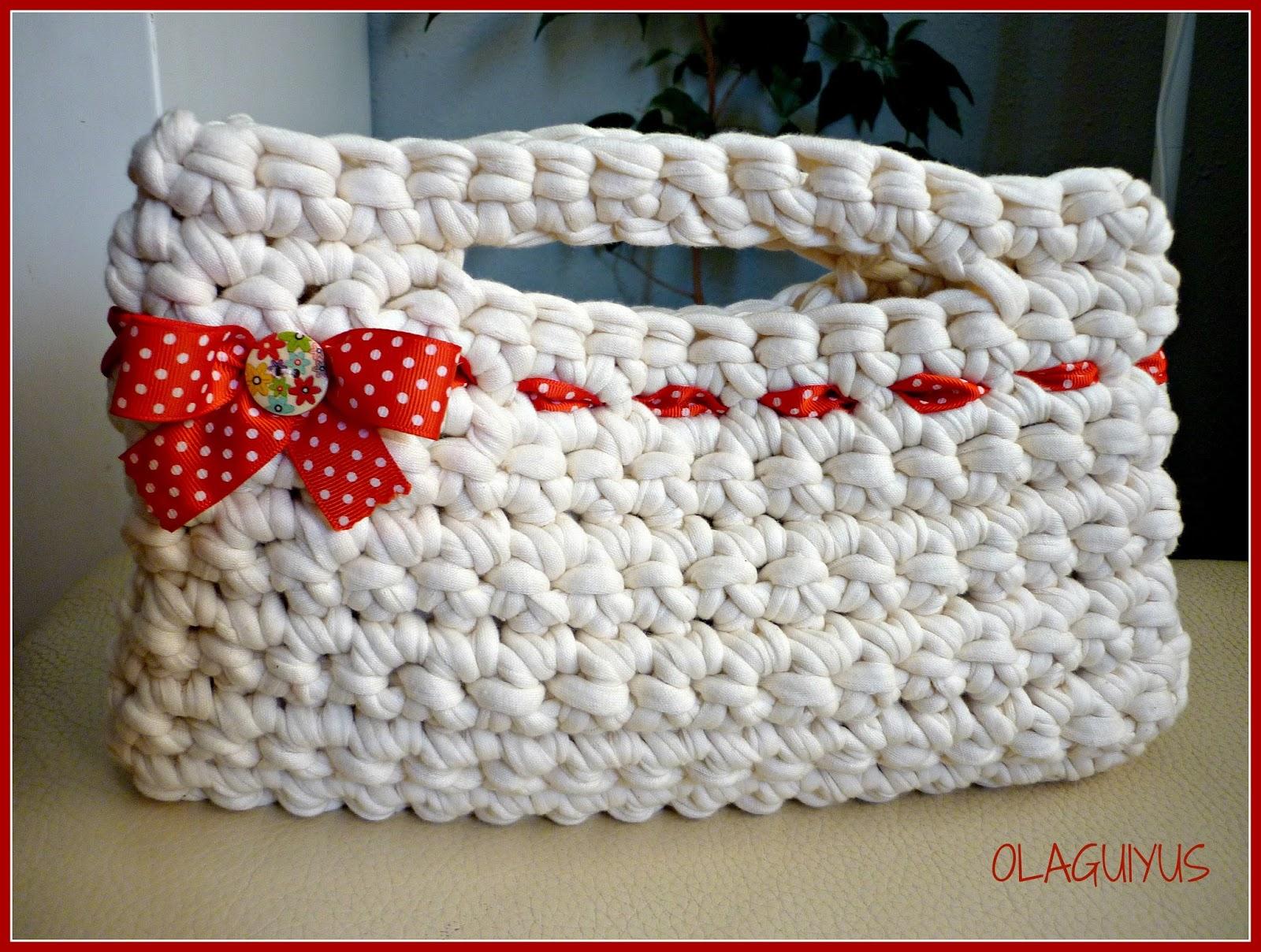 Mi cosa preferida bolso trapillo blanco y rojo - Como hacer un bolso de trapillo ...