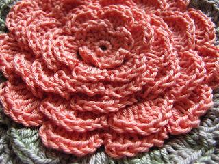 подушка цветок, цветы крючком, цветы вязаные, подушка вязаная, подушка своими руками
