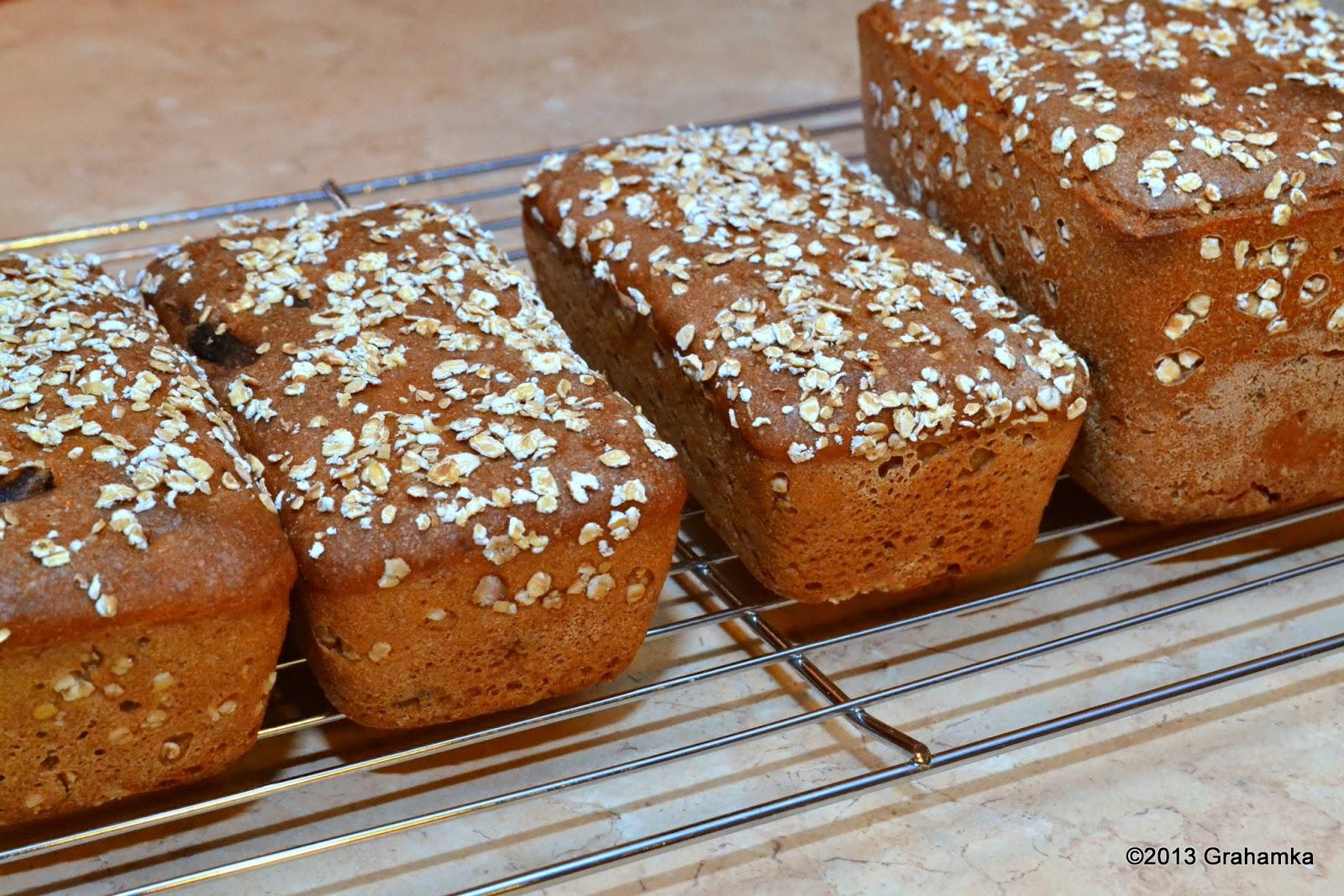 Stygnące trzy malusie chlebusie i jeden większy.