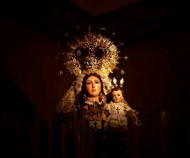 """La Virgen del Cármen de Prado del Rey. Me dijo mi amigo que esa lluvia  eran """"las lágrimas del cielo por ver  lo que le estamos haciendo a nuestros  hermanos y a la Madre Naturaleza."""