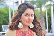 Rashi Khanna new glamorous photos-thumbnail-3