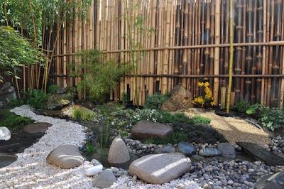 Taffin une palissade en bambous pour un jardin japonais - Comment eliminer les bambous dans un jardin ...