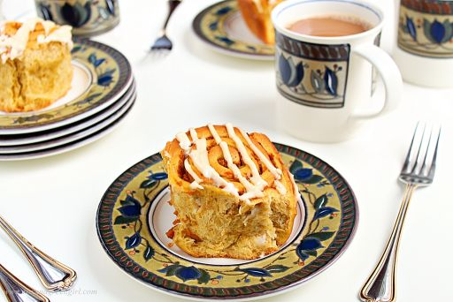 pumpkin-cinnamon-rolls | roxanashomebaking.com