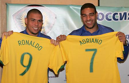 Foto da seleção de 2006. Ronaldo fenômeno e Adriano Imperador