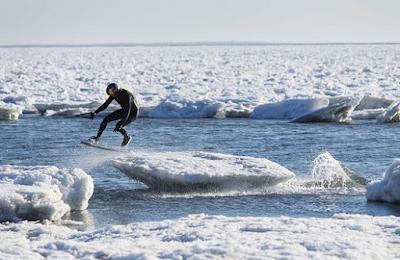 Wegen Klimaerwärmung - Wakeskating auf Eisbergen