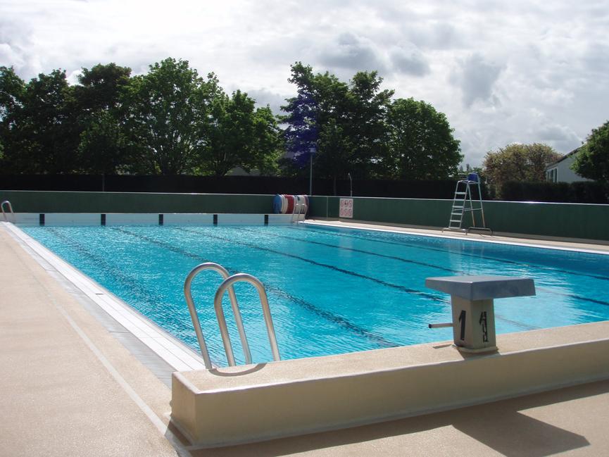 D mocratie et solidarit villepreux ouverture de la for Ouverture piscine