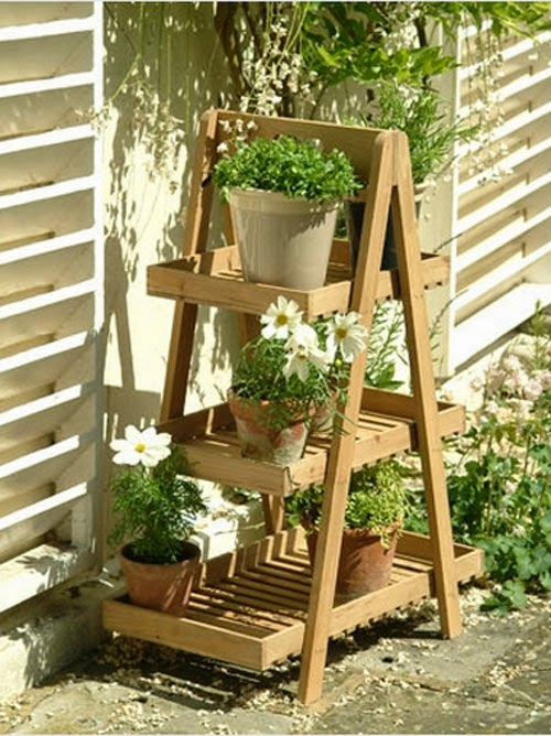 Make your garden looks like larger with mirror windows - Echelle decorative pour plantes ...