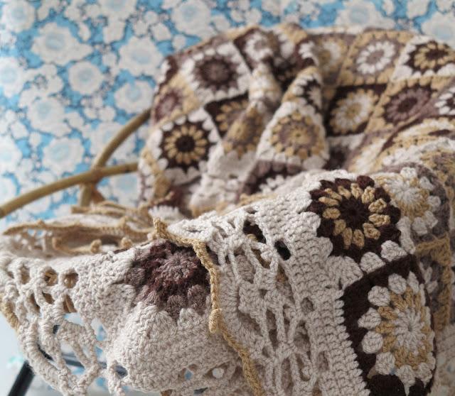 byHaafner, crochet, granny flower square, blanket, vintage, pattern