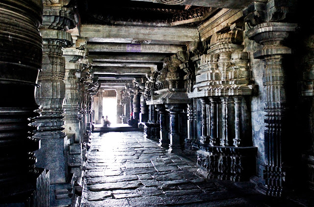 The pillars inside the temple, the ceilings all through this way has beautifully carved sculptures on them