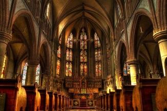 Sute de biserici din Franța vor fi transformate în hoteluri de lux, cluburi de noapte și crame...