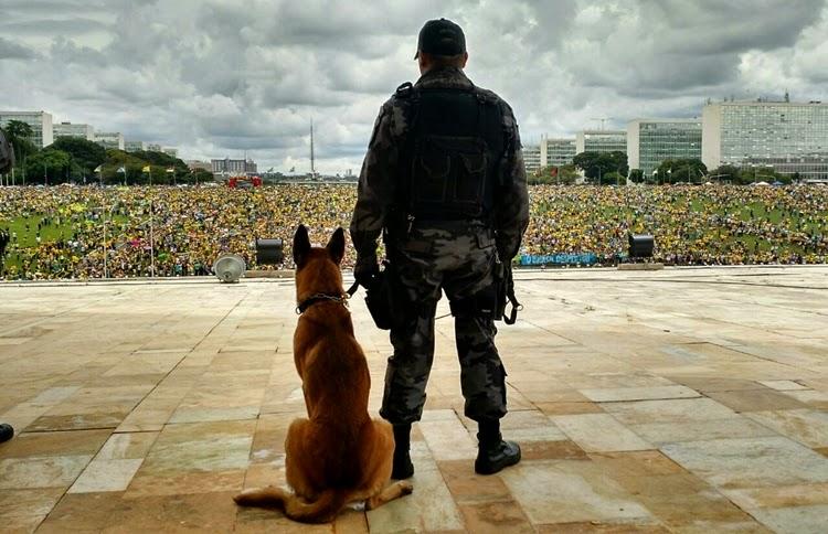 Manifestação na esplanada dos ministerios em brasilia 2015