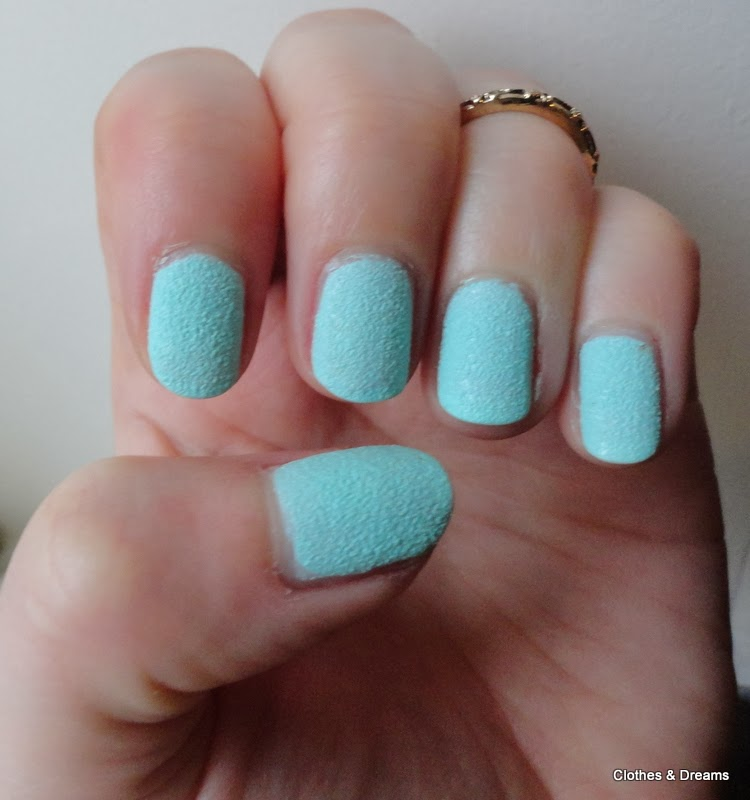 Clothes & Dreams: Textured effect: nail polish NOTD