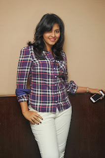 Actress Anjali Pictures at 93.5 Red FM Hyderabad 7th Anniversary Lucky Draw  Com 0014
