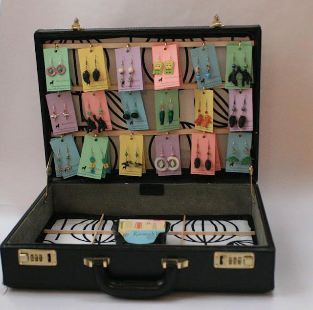 Diy Bracelet Display Card: Roosevelt Kid: D.I.Y. Earring Display Case