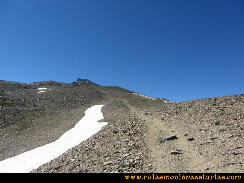 Ruta Hoya de la Mora - Veleta: Sendero entre polvo y piedra