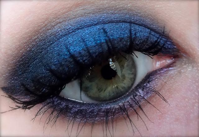 makeup inthecity smoky eyes bleu avec la palette 15 me anniversaire. Black Bedroom Furniture Sets. Home Design Ideas