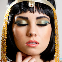 http://www.lipstickonyourpillow.com/2011/09/cleopatra-inspired-makeup-look.html