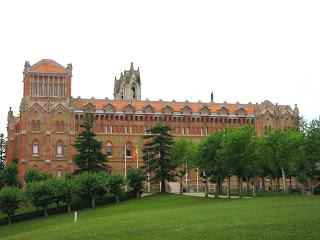 Exterior de la Universidad Pontificia de Comillas