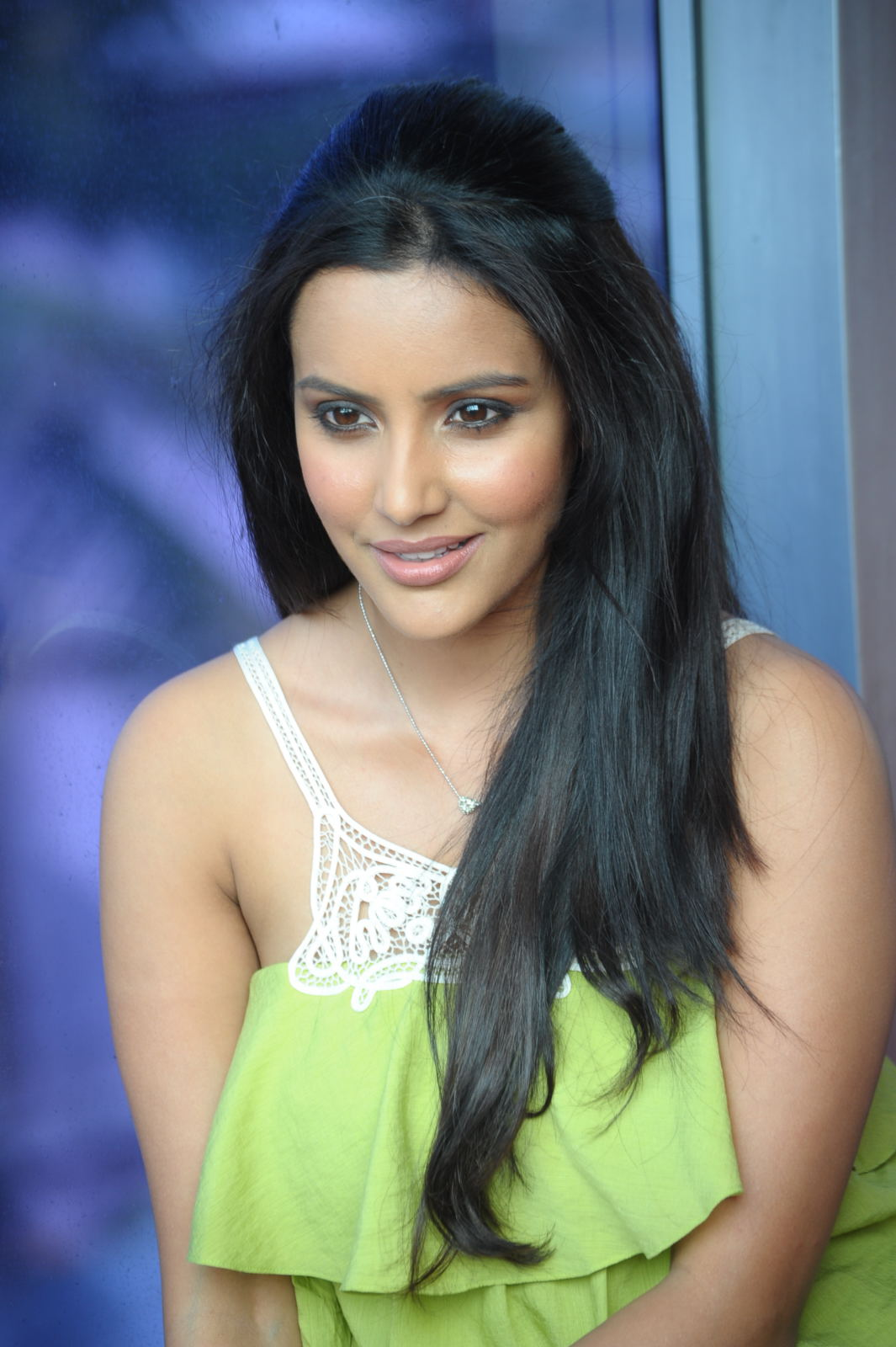 Hot Images: South Indian Film Actresss Priya Anand Hot Photos ...