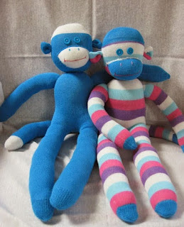 http://translate.google.es/translate?hl=es&sl=auto&tl=es&u=http%3A%2F%2Fcraft-with-confidence.blogspot.com.es%2F2010%2F10%2Fsock-monkey-tutorial.html