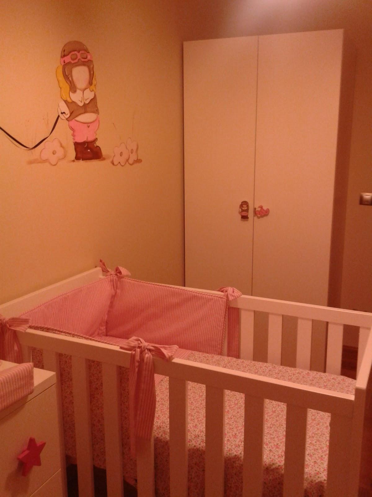 deco chambre b b peinture murale pour chambre de petite fille notre petite fille aviateur. Black Bedroom Furniture Sets. Home Design Ideas