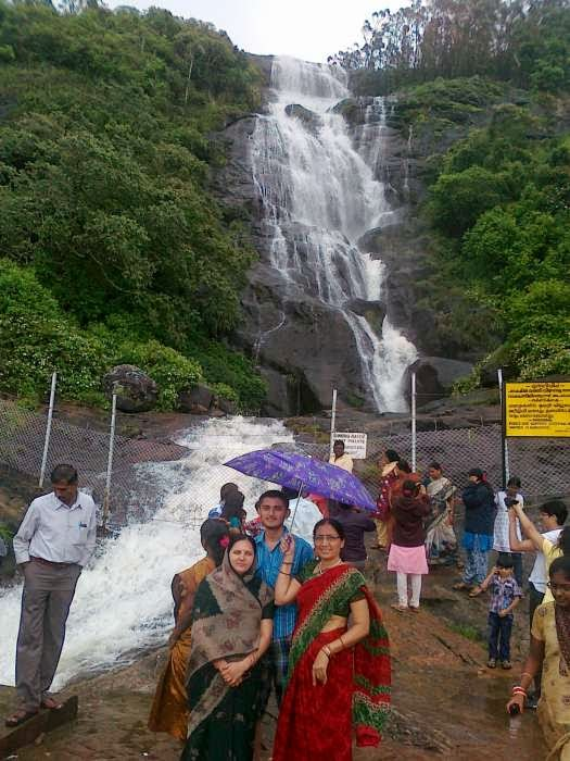 http://www.munnartourguide.com/2014/06/power-house-waterfalls-munnar-how-to-reach-power-house-waterfalls-munnar-sight-seeing.html