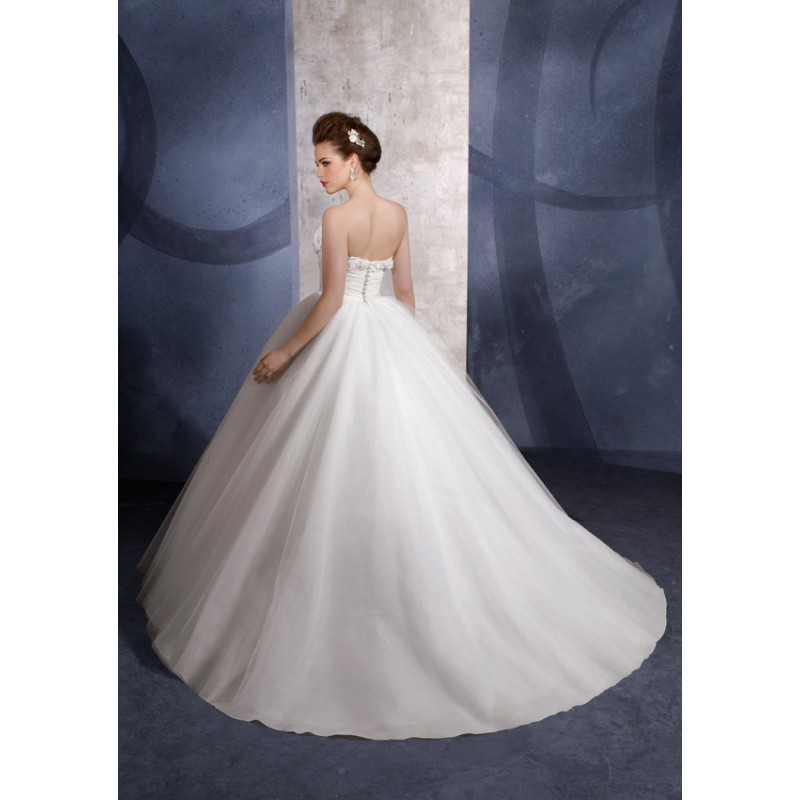 Ballroom weddings pic ballroom style wedding dress for Dress of wedding style