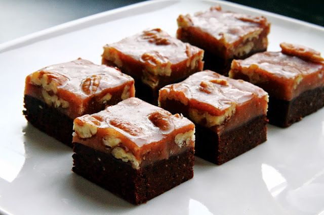 Raw Superfood Pecan Fudge Caramel Bites