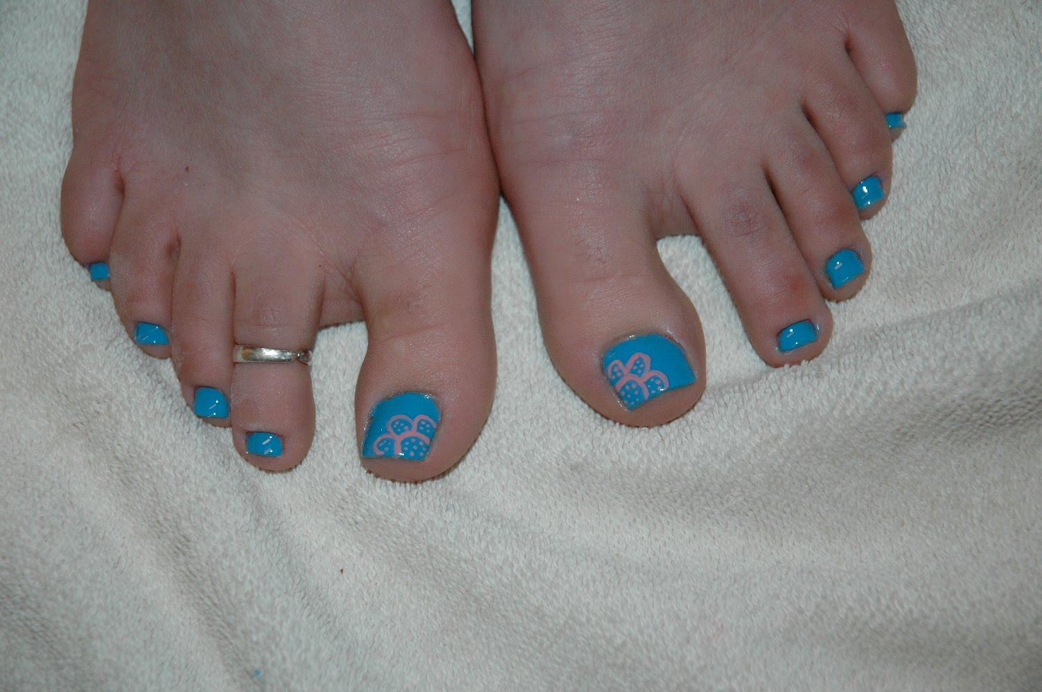 daqui. http://jktanner.blogspot.com.br/2010/04/more-toenail-painting