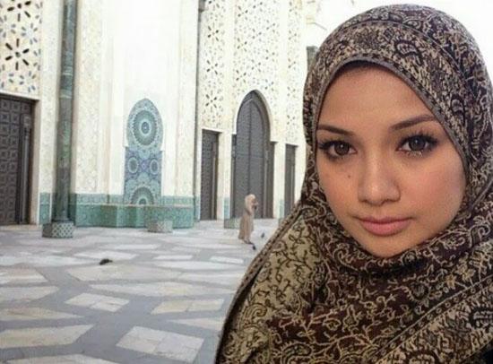Ramai Selebriti Wanita Malaysia Kini Bertudung 2014