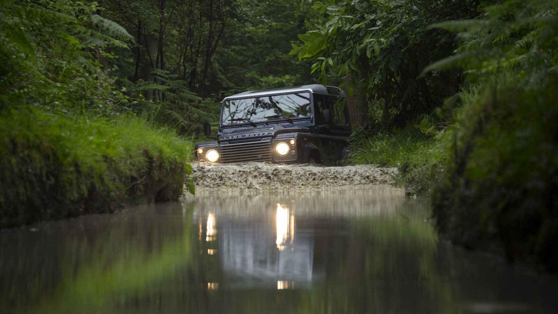 http://1.bp.blogspot.com/-pg4mcw11PG0/UFaguwyFA0I/AAAAAAAALNc/SmVjbZ3Qymw/s1920/land-rover-defender-off-road-wallpaper-4.jpg