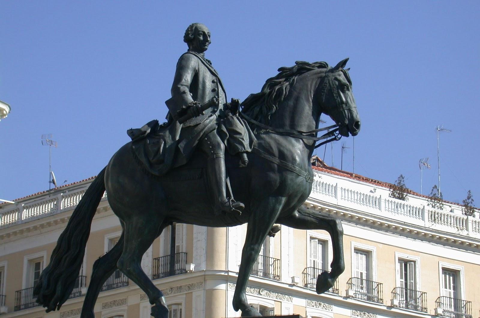 caminando por madrid la estatua ecuestre de carlos iii