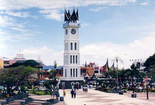 objek wisata Jam Gadang