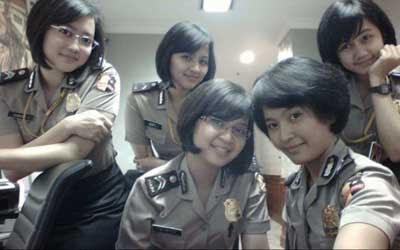 Dunia Dalam Gambar Indonesian Police Woman