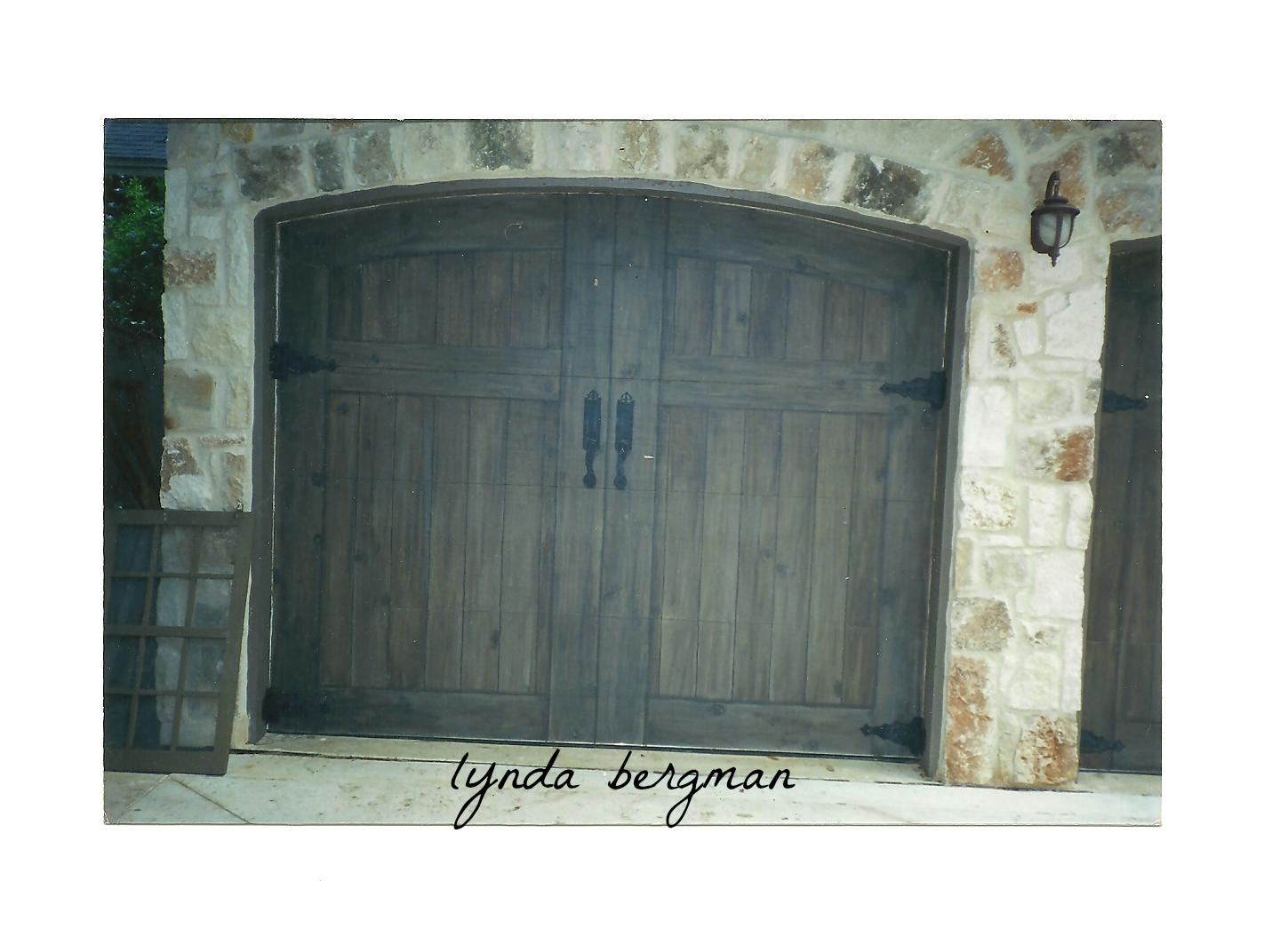 Lynda bergman decorative artisan trompe l 39 oeil garage for Faux painted garage doors