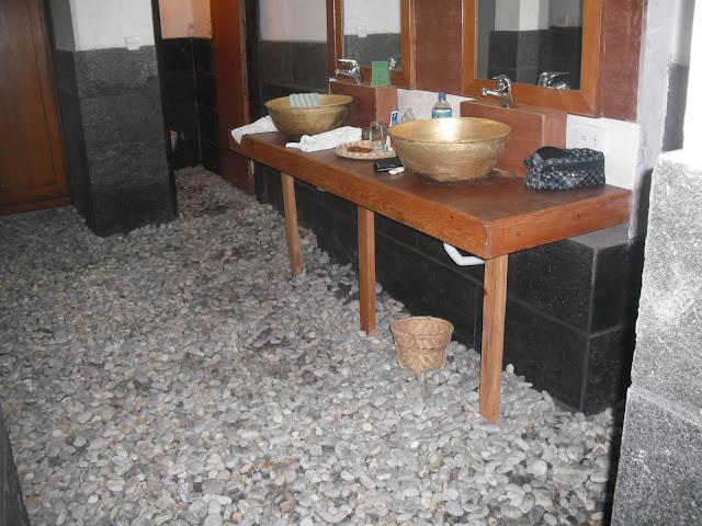 Nepal herfst 2011 nagarkot bhaktapur dhulikhel - Vliegtuig badkamer m ...
