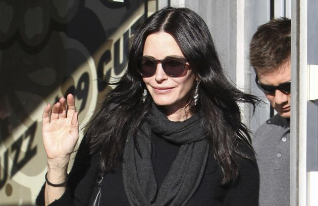 Hot zone pics courteney cox arquette profile pictures for Home zone wallpaper birmingham
