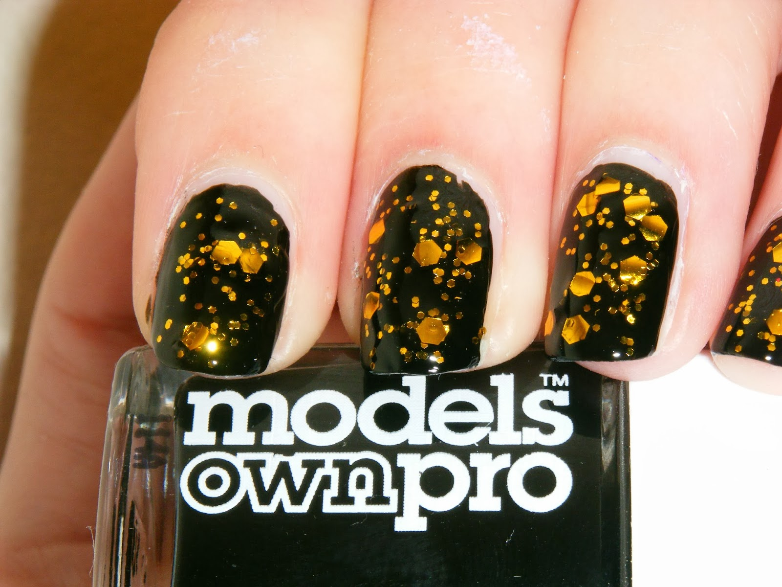 Busy Girl Nails, Winter challenge, Glitter, Models Own, Black, Gold