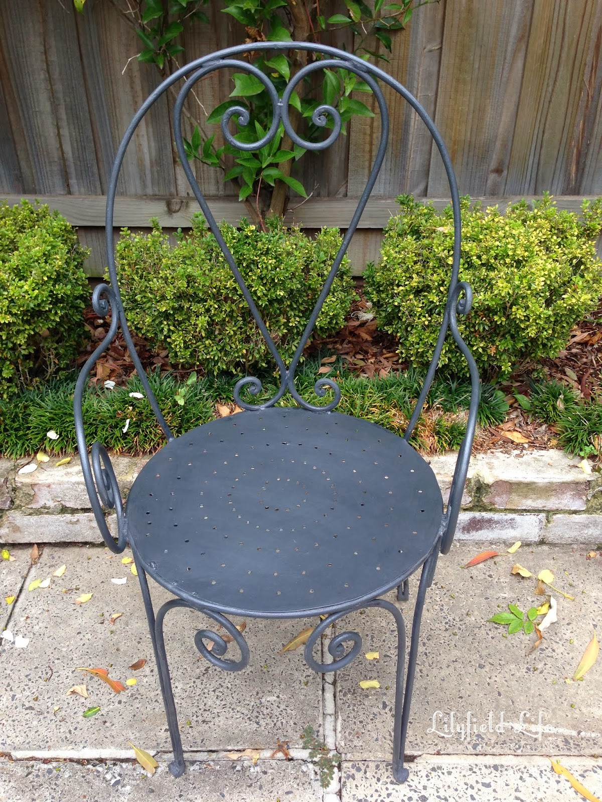 Compainted Outdoor Furniture : Lilyfield Life: Painting Rusty Garden Furniture
